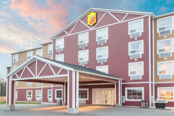 Super 8 by Wyndham Red Lake ON Images
