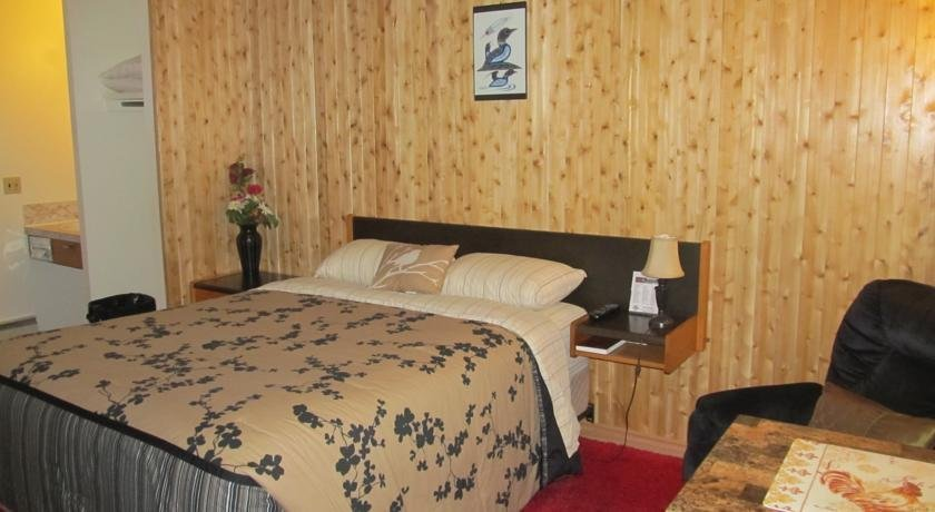 Hide Away Motel Images