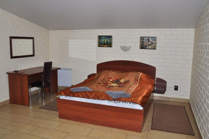 4 Rooms Hotel