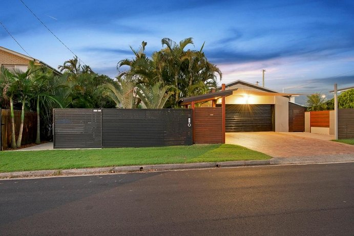 Photo: Coorumbong 16 - 5 BDRM Canal Home with Pool