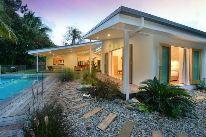 Photo: Pineapple Petes Beach House
