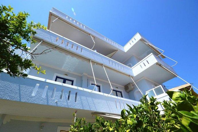 Yiannis Studios Aegina