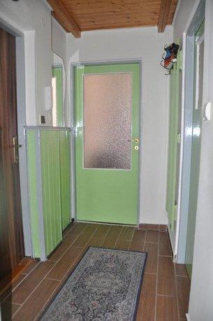 Apartment No 8 Zeyerova 17