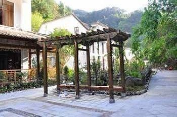 Beaty Pond Hotel Tengchong Images