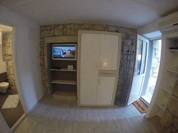 Split City Center Apartments - Compare Deals
