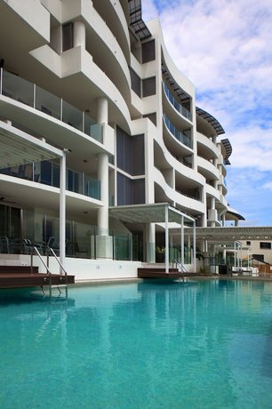 Photo: Waters Edge Apartment Cairns