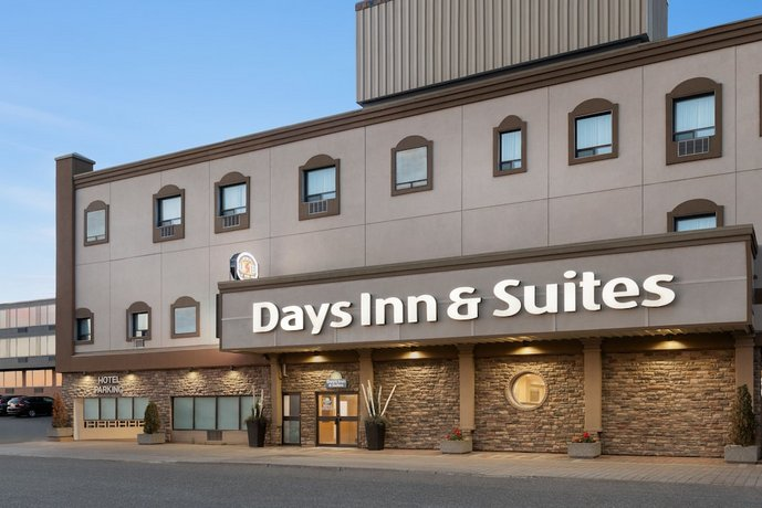 Days Inn & Suites by Wyndham Sault Ste Marie ON Images
