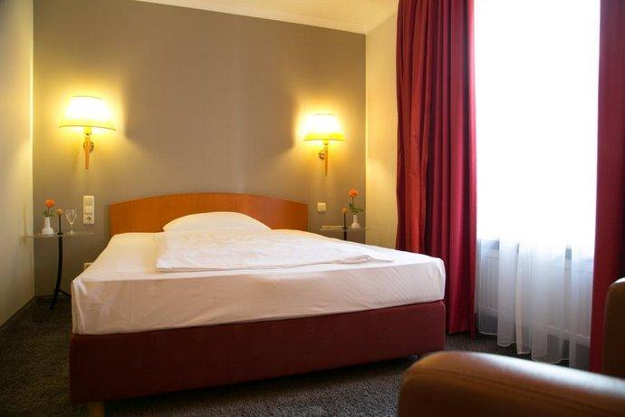 Hotel Am Elbufer Images