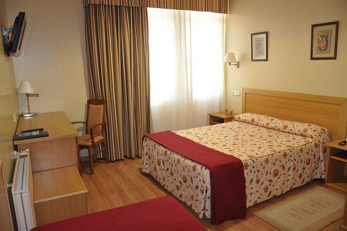 Hotel Crunia Images