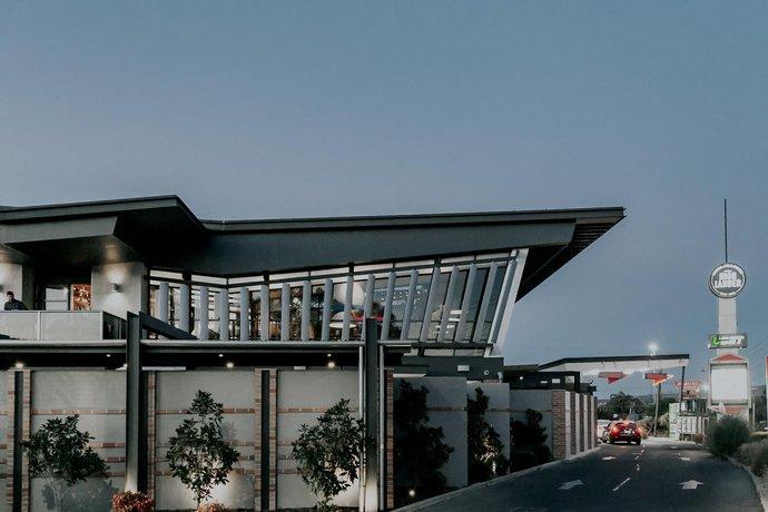 Photo: Highlander Hotel Bar Kitchen Rooftop