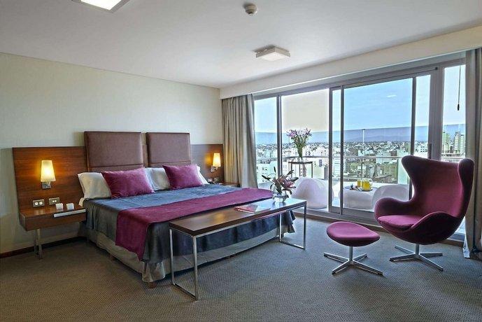 Howard Johnson La Canada Hotel & Suites