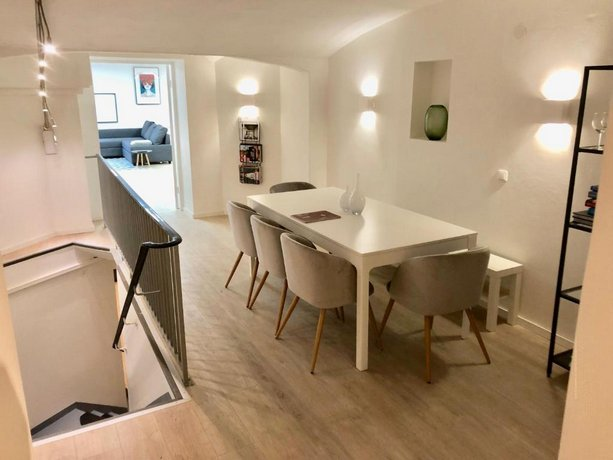 Spacious Central Station Apartment 170 m2