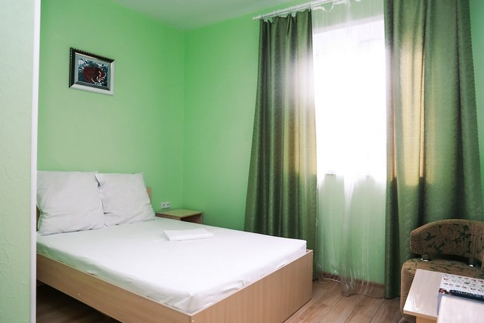 Отель Антураж
