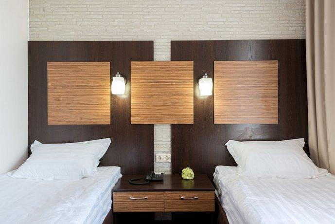 Отель H