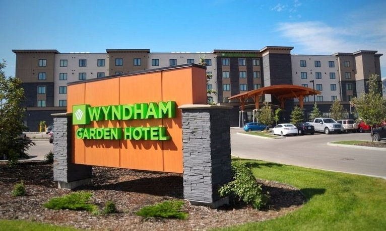 Wyndham Garden Calgary Airport Images