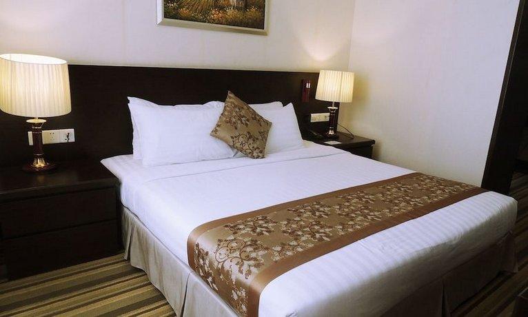 Esperado Lakeview Hotel
