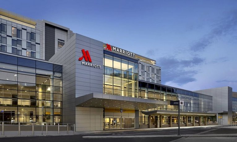 Calgary Airport Marriott In-Terminal Hotel Images