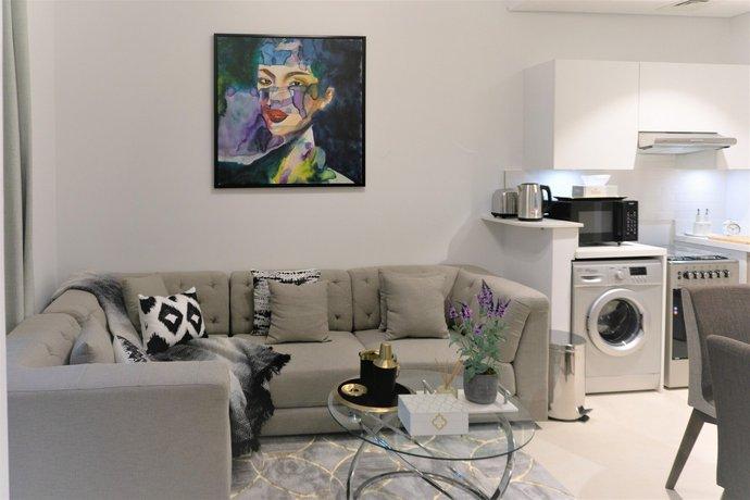 Beautiful Stay At Iris Amber Waterfront Dubai 이미지