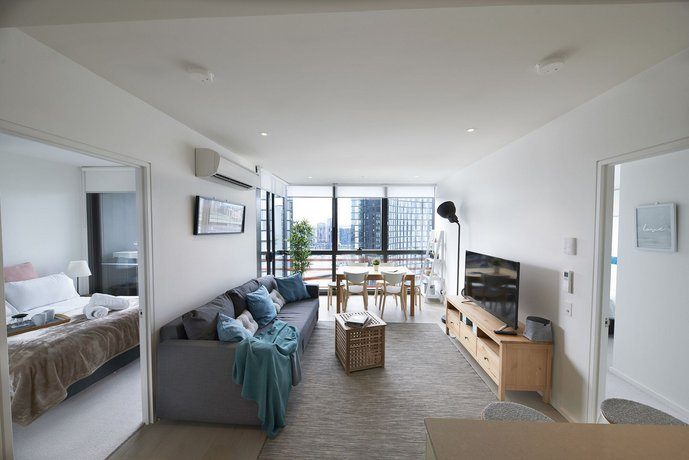 Photo: 2 Bed 2 Bathroom Brand New Unit With Gym And Pool