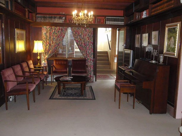 Photo: Warburton Lodge