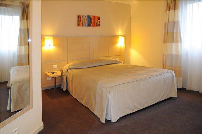 Hotel The Originals Saint-Etienne Aeroport Actuel ex Qualys-Hotel Images