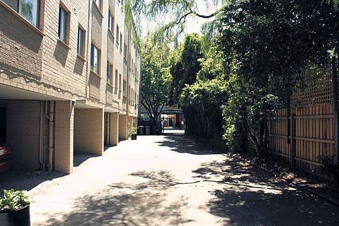 Photo: Redan Apartments