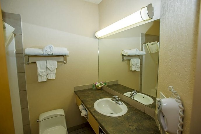 Lakeview Inns & Suites Chetwynd Images