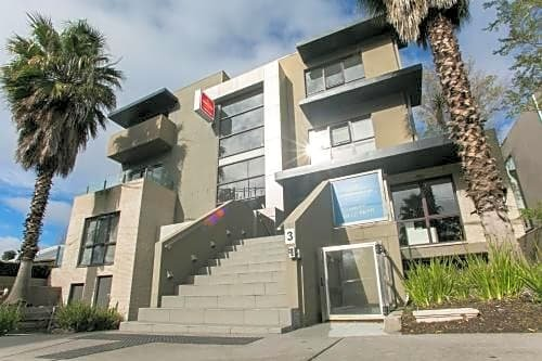 Photo: Comfy Kew Apartments