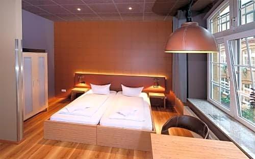Singer109 Hotel & Hostel