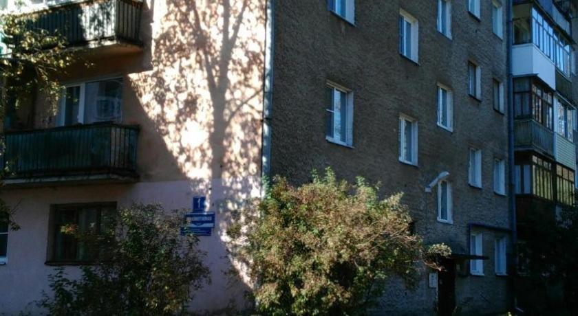 Апартаменты на Локомотивной 1