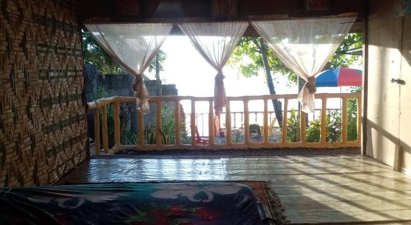 Family beach house Samal