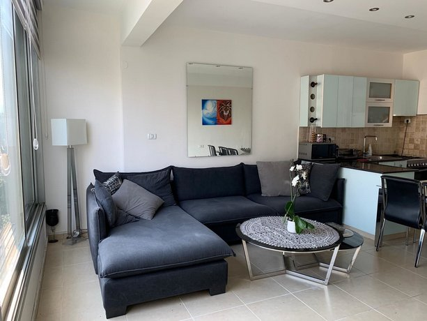 Dizengoff 2 BDR close to the beach and the port