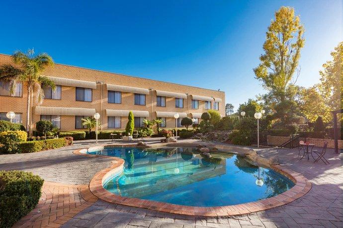Photo: Best Western Plus Garden City Hotel