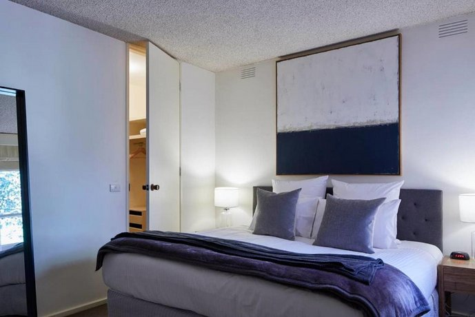 Photo: 2 Bdrm South Yarra Apt With Balcony And Parking