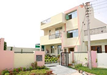 Garden Villa Homestay Hotel Agra - dream vacation