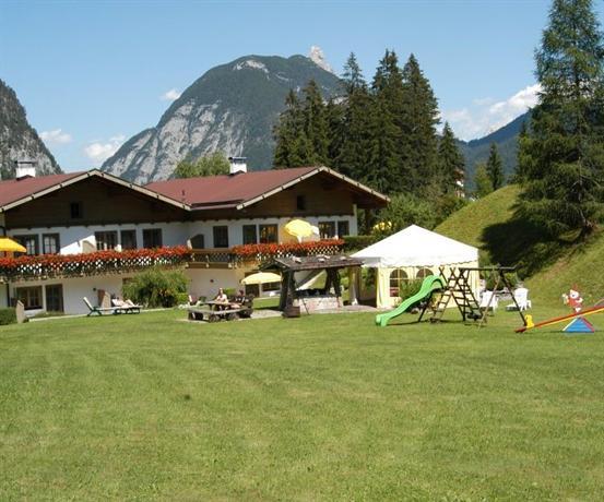 Ferienhaus Kirchplatzl Apartment Leutasch - dream vacation
