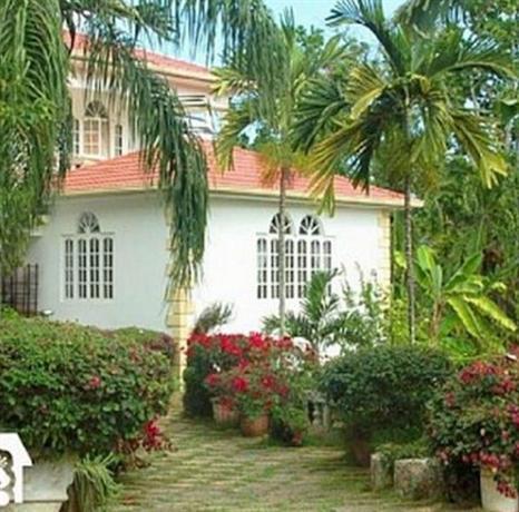 Paradise Runaway Bay Villa - dream vacation