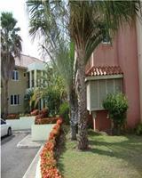 Отель Paradise Ironshore Apartments