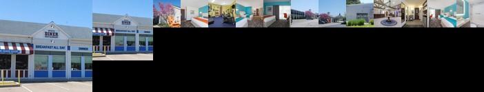 Howard Johnson by Wyndham Mystic Hotel
