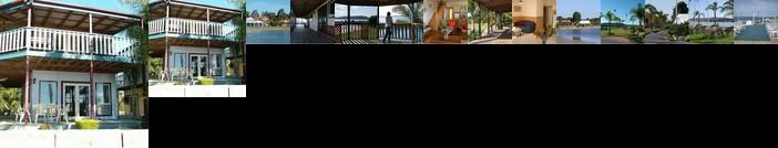 Coachhouse Marina Resort
