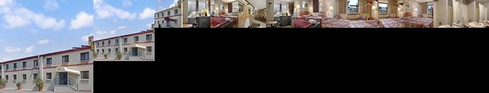 Super 8 by Wyndham Long Island City LGA Hotel