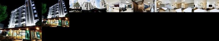 White Tourist Hotel