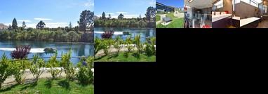 Spectacular sunny Lakes Edge apartment